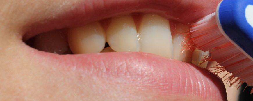 Cinco errores muy comunes a la hora de cepillarte los dientes